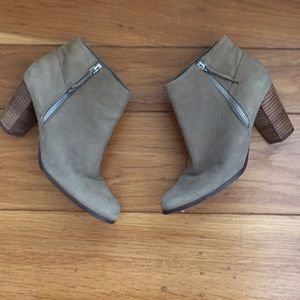 Cole Haan Davenport Nubuck Leather Ankle Boot 9B